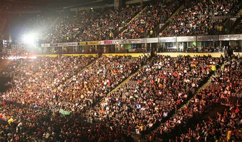 Headlies: WWE Signs Entire New Jersey RAW Crowd To