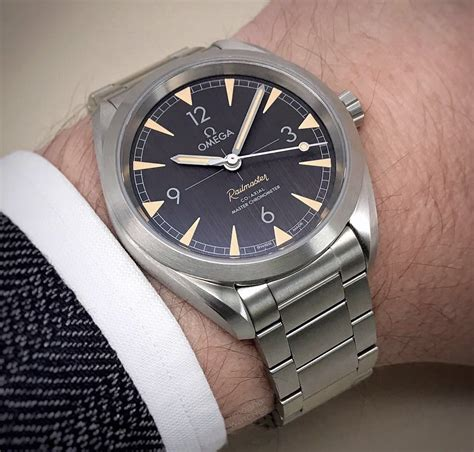 Omega - Railmaster Master Chronometer | Time and Watches