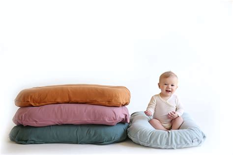 Everything You Need to Know About Baby Loungers (& Why You