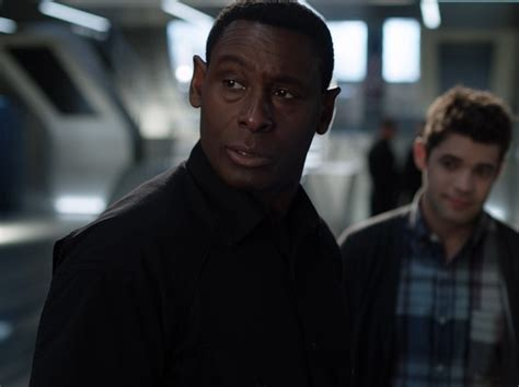 Supergirl: J'onn Gets Defensive About the DEO in New