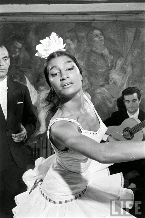 30 Stunning Black and White Photos of Gypsy Dancers in
