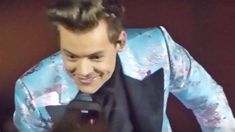 WATCH: Harry Styles Called Out A Fan For Texting In The